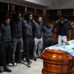 La emotiva despedida de los jugadores de Binacional a Juan Pablo Vergara (video)